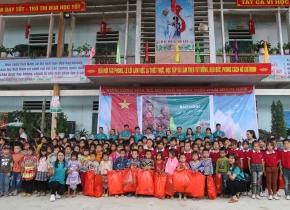 Nhật ký từ thiện: Chiếc bánh trung thu và nụ cười của trẻ vùng cao biên giới